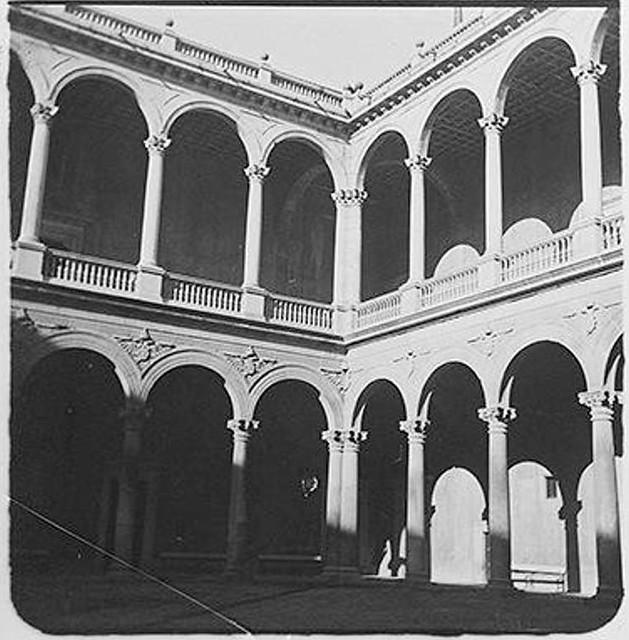 Patio del Alcázar en 1904. Fotografía de Augusto T. Arcimis © Fototeca del IPCE, MECD. Signatura ARC-0731_P