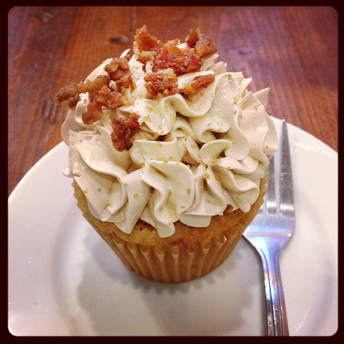 Oh yeah... Pancake and bacon cupcake... Drool...