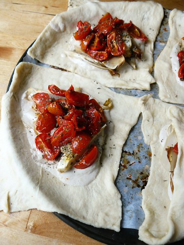 Endive and tomato pastries