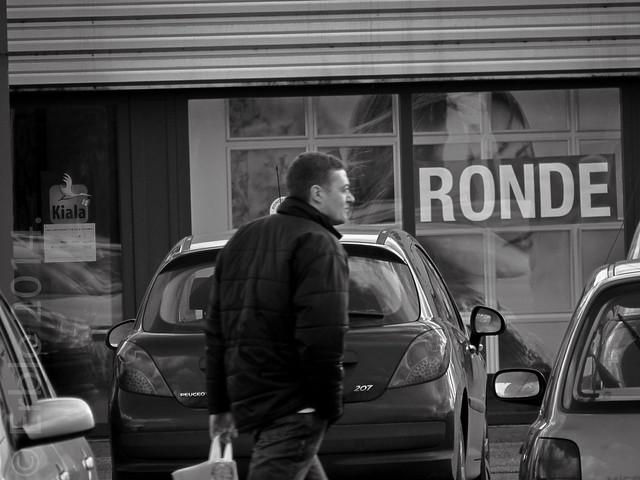 'Ronde', streetphotography, B&W, Fujifilm X10.