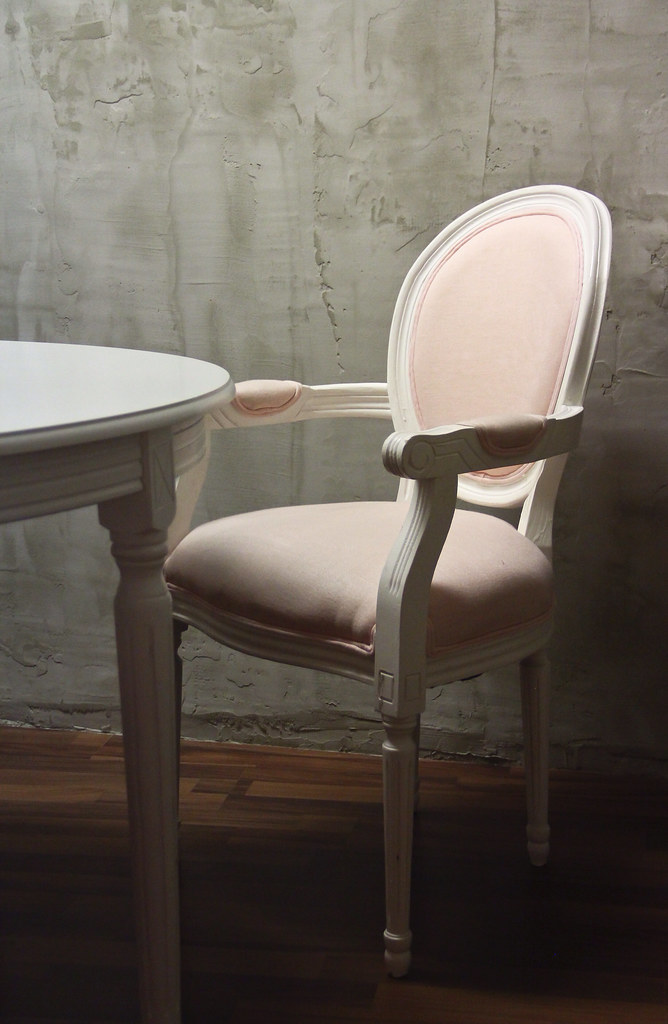 Maisons du Monde Louis Chair Pink Couture & Cupcakes Mode Junkie