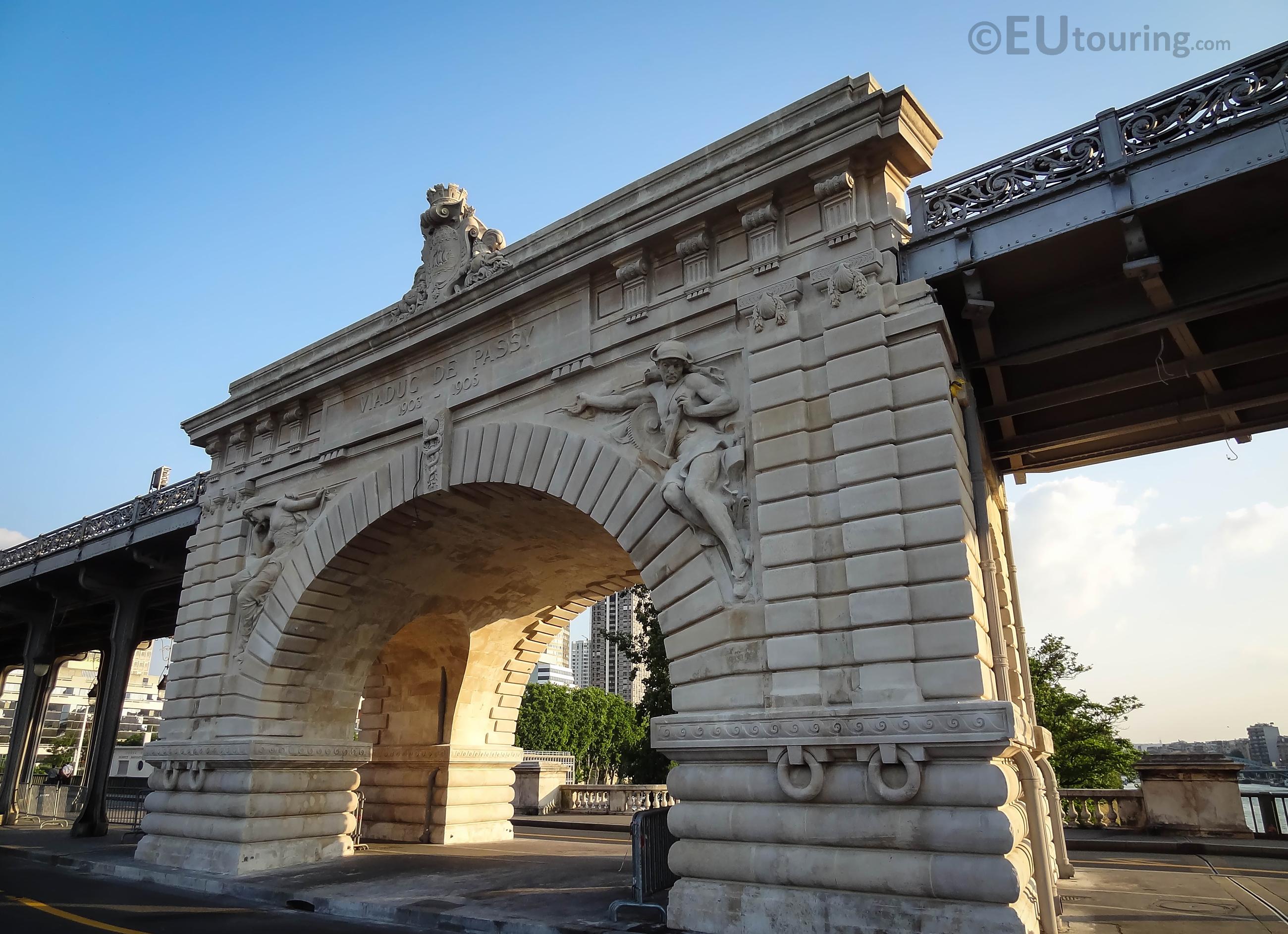 Pont de Bir-Hakeim central arch