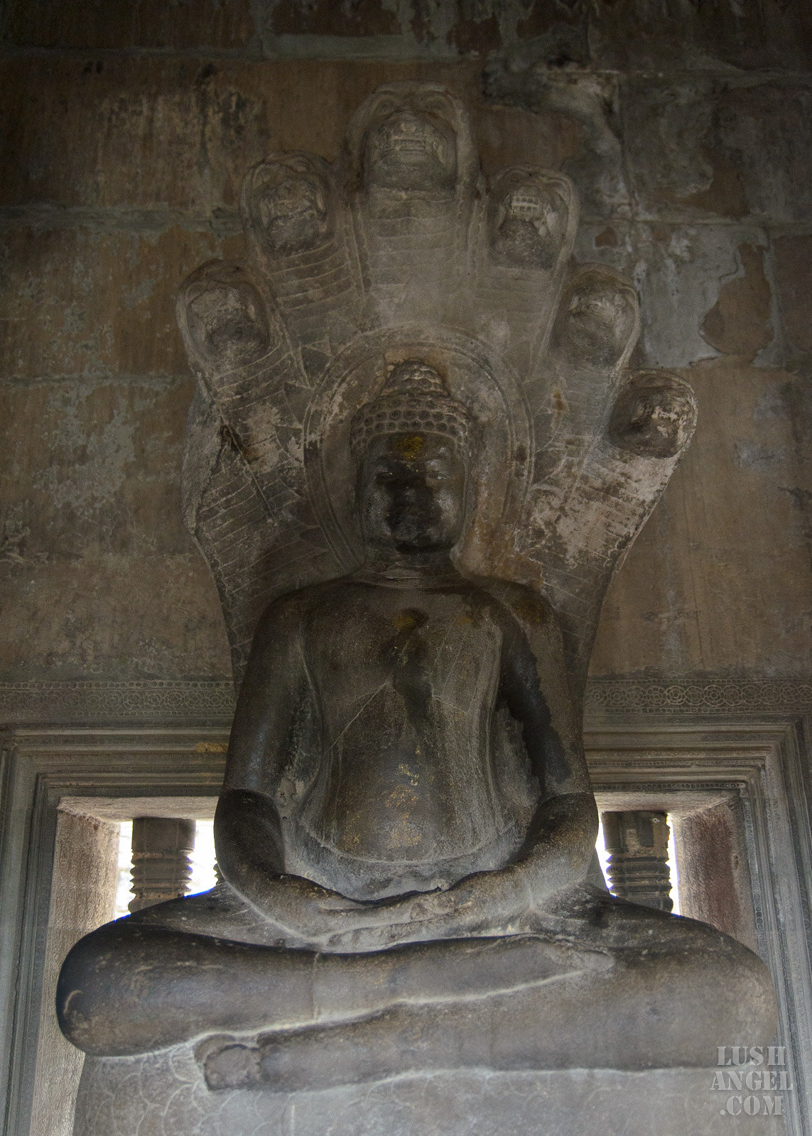 cambodia-siem-reap-statues