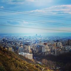 A view of Teheran from Alborz mountains. Iran.  #iran #instairan #picoftheday #iranian #teheran #persia #irani #irangram #instagram #instamania #instaphoto #streetphotography #nationalgeographic #traveling #travelgram #podroze #mytravelgram #travelling #e