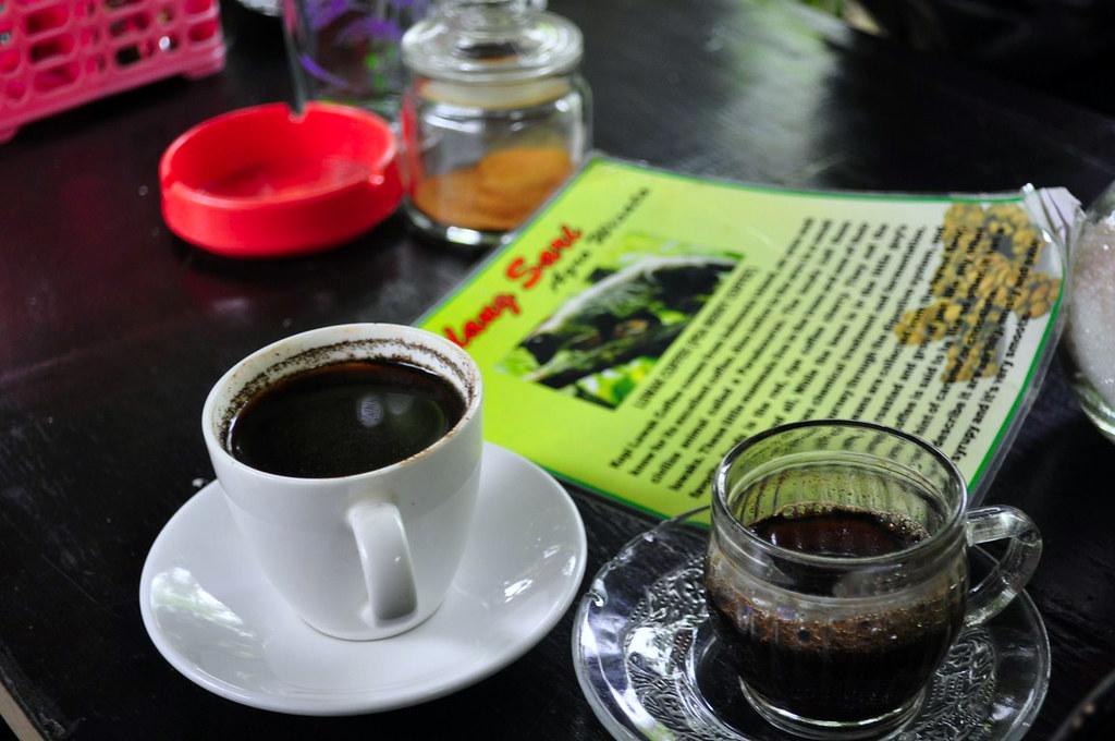 Tazas de café de Luwak (se pueden ver los posos de ¿mierda?) Kopi Luwak, el café más caro del mundo - 16813722881 69a7de07b8 b - Kopi Luwak, el café más caro del mundo