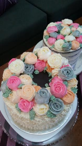 Floral Wreath Cakes by Helmieizida Shukor
