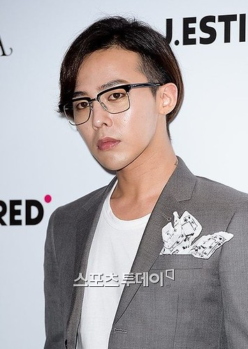 G-Dragon-JEstina-20140903(18)