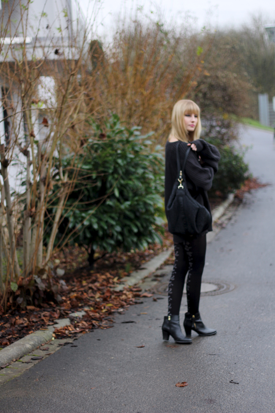 outfit-college-style-mondodellamoda-city-street-dark-all-black
