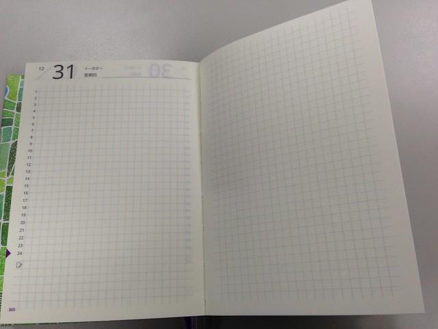 最後一天的右邊是配上空白方格眼頁面@[文具/開箱] 集日美工 2015 手帳