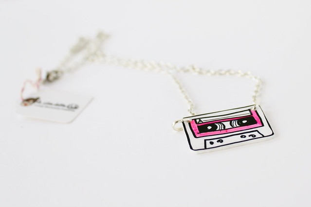 Collana Music Cassette Rosa Fluo 02