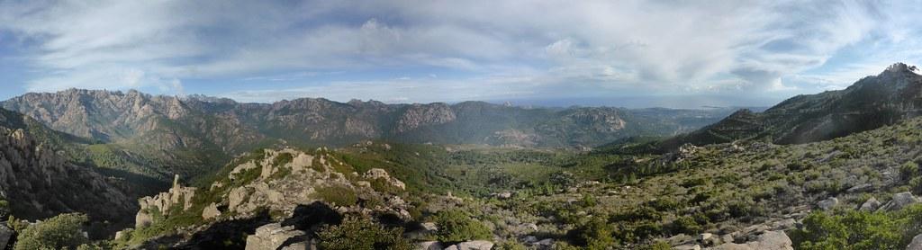 Panoramique annoté vers la vallée du Cavu