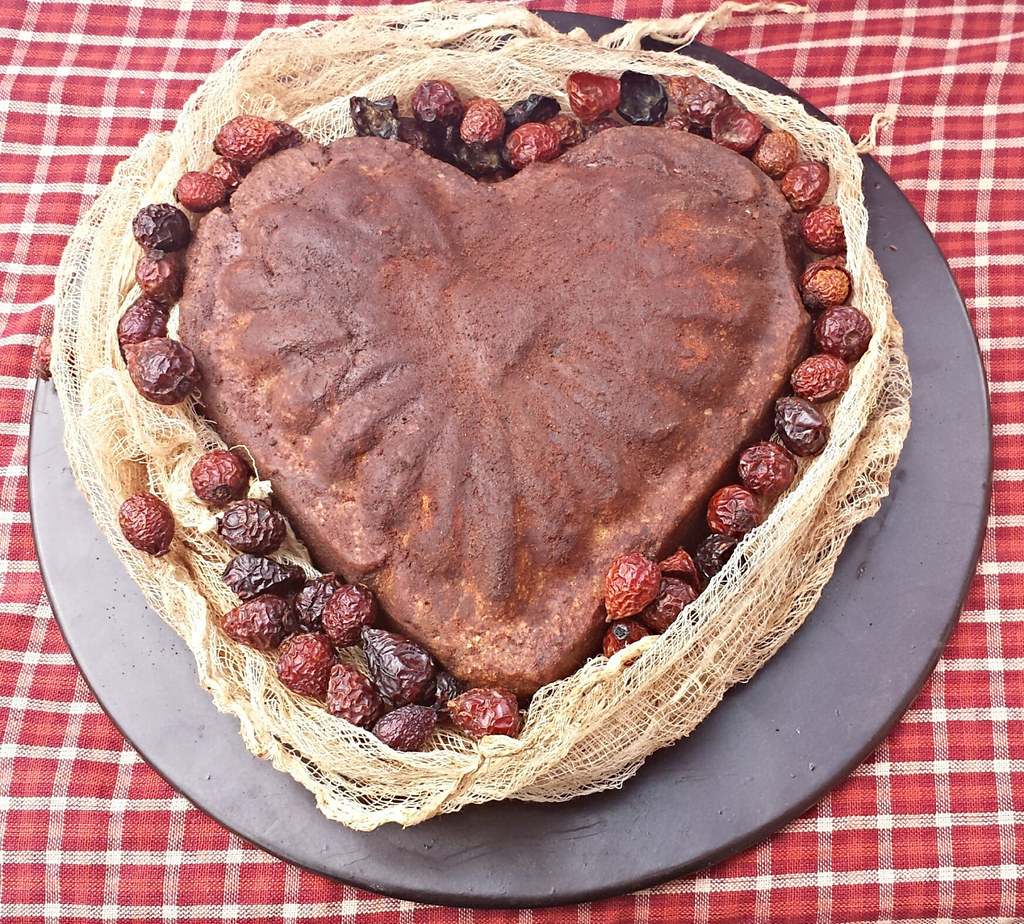 Primitive Pantry Cake   Scented Colonial Cake In Heart Shape Rubbed In  Spices   Wrapped In