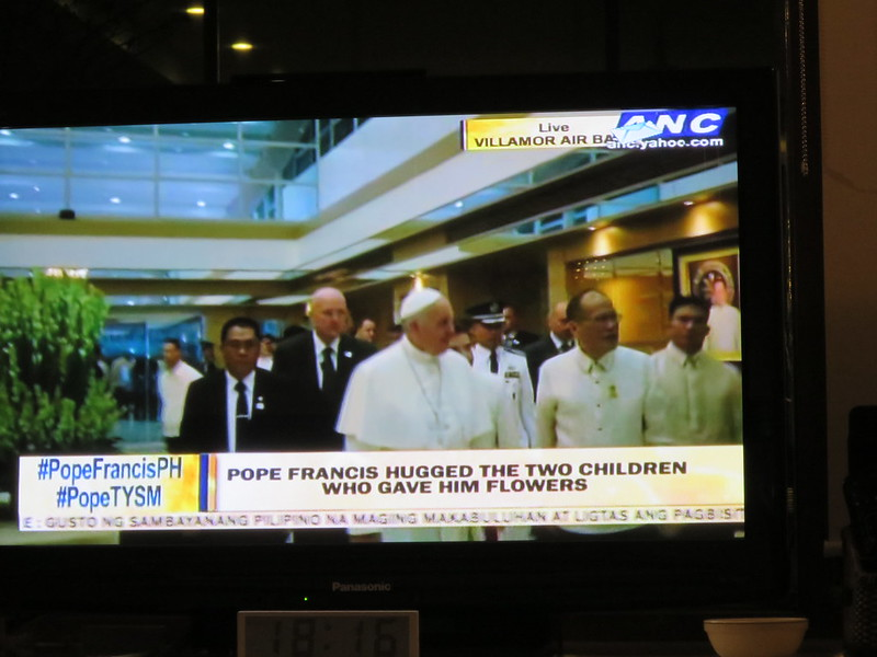Pope Francis arrives in Manila