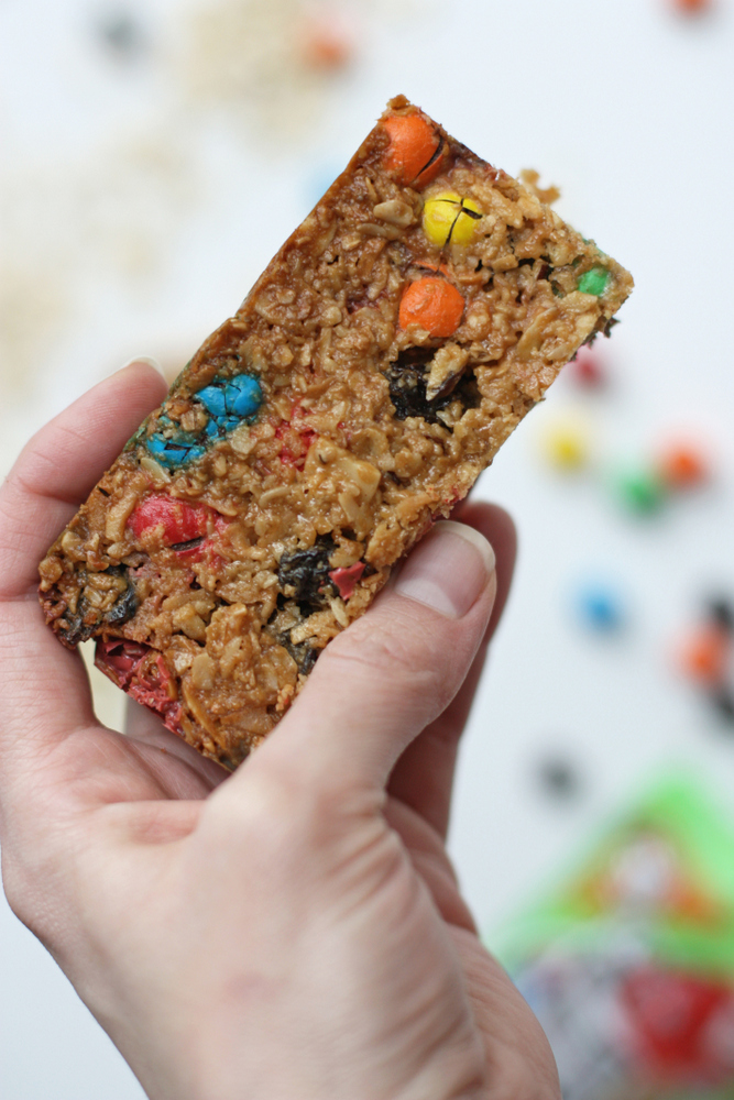 Delicious and easy homemade trail mix granola bars. Perfect for lunchboxes and after-school snacks.