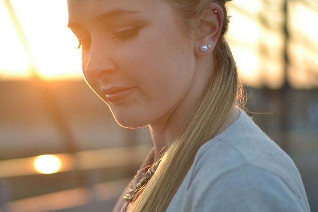 Eugli Outfit Lederhose Zara Sonnenuntergang OOTD Beuteltasche (6)