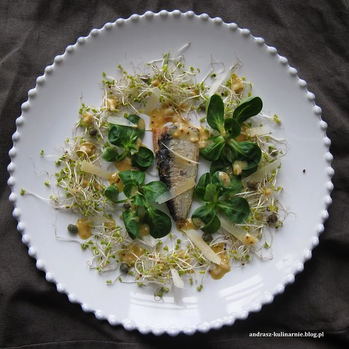 Sardynki z sałatą i sosem winegret