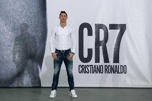 Cristiano-Ronaldo-Foot-Wear-sirkenayo[1]