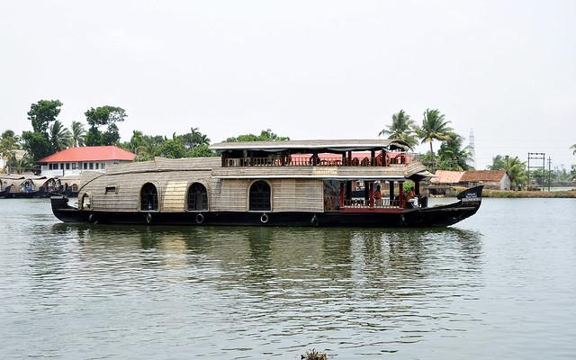 Standard Kerala Houseboat for 6