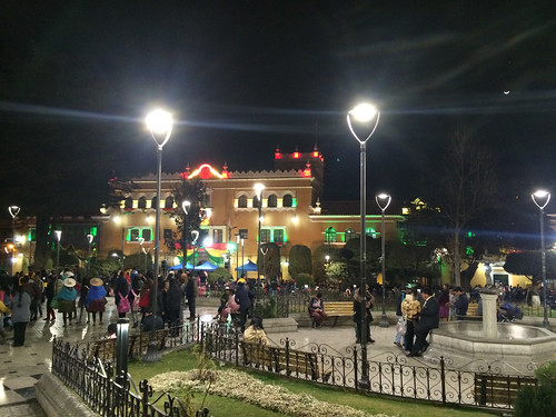 Potosi: la Plaza 10 de Noviembre by night