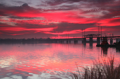 clouds dawn railroadbridge pinks susquehannariver reddawn streakyclouds havredegracemaryland waitingforsunrise headingtothechesapeakebay