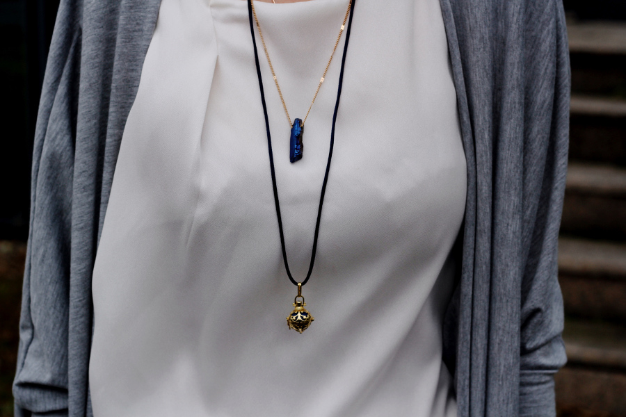 outfit-detail-necklace-brandy-melville-engelsrufer-shirt