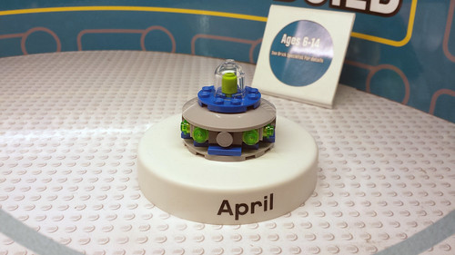 LEGO April 2015 Monthly Mini Build - UFO (40129)