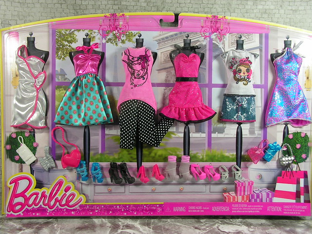 2013 Barbie Toys R Us Exclusive Fashions 6-Pack of Outfits CDB29 (1)