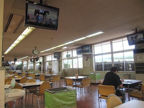 姫路競馬場食堂棟の中