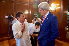 Philippines President Rodrigo Duterte chats with U.S. Secretary of State John Kerry on July 27, 2016, in the Malacañang Palace in Manila, Philippines, before the two held a working lunch. [State Department Photo/Public Domain]