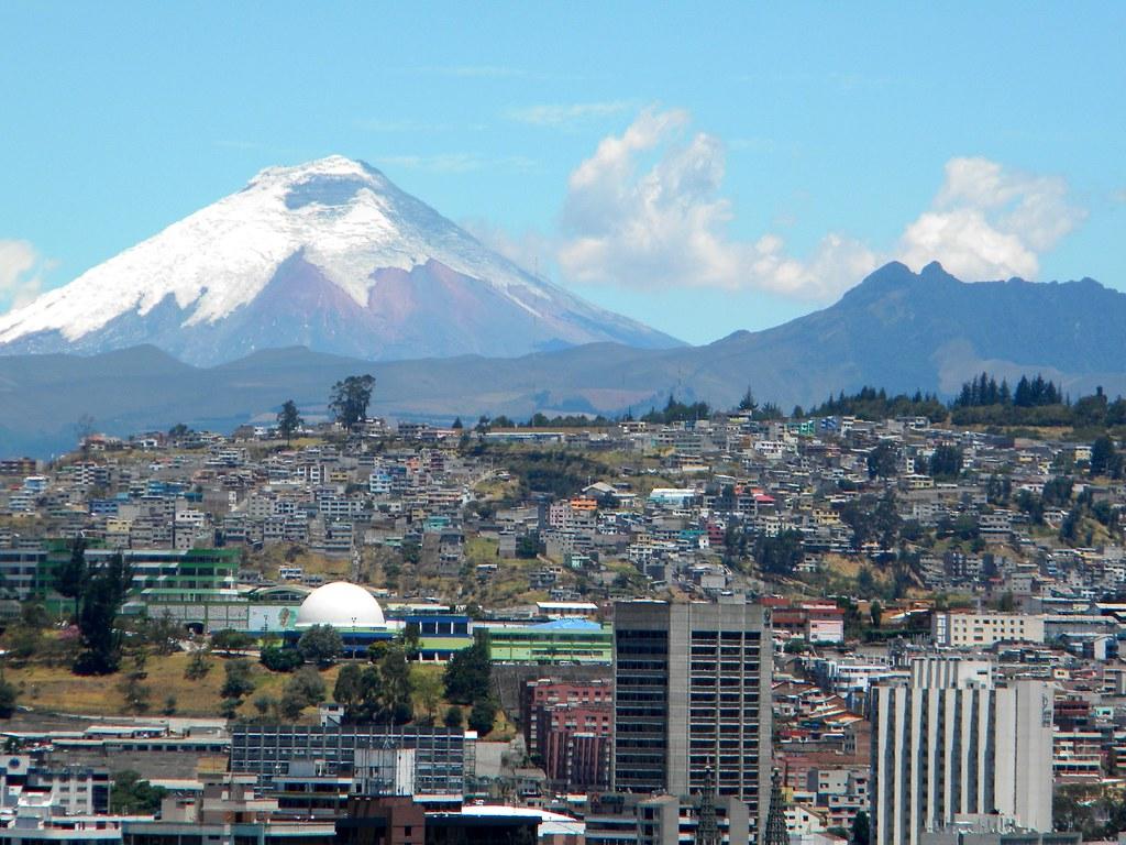 Quito rodeada de volcanes.