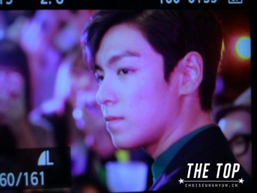 TOP-stagegreeting-premiere-HongKong-20140927_(16)