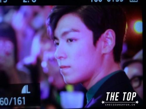 TOP-stagegreeting-premiere-HongKong-20140927_(16)