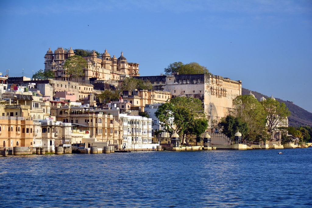 India - Rajasthan - Udaipur - Lake Pichola & City Palace - 24