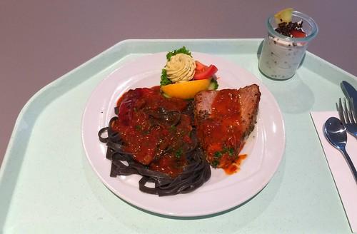 Tuna pepper steak with herb butter, tagliatelle al nero di seppia & peperonata  / Pfeffersteak vom Thunfisch mit Kräuterbutter, Tagliatelle al nero di seppia & peperonata