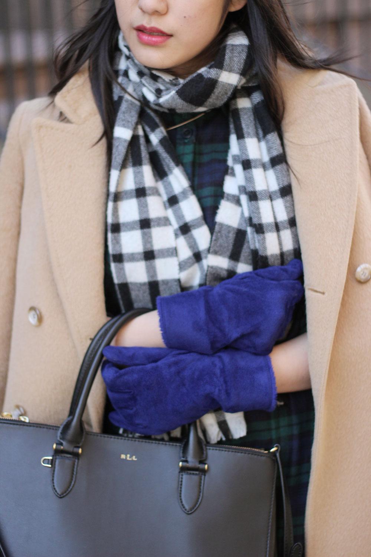 bright blue Uniqlo gloves