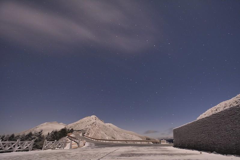 石門山月夜雪地星空
