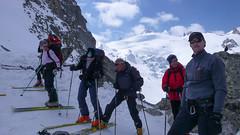 Grupa gotowa do zjazdu z przełęczy Col des Ecandies.