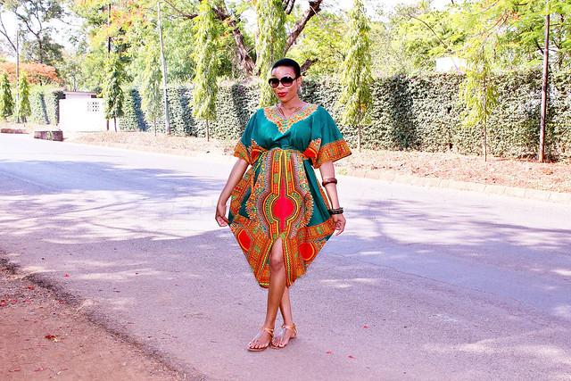 traditional-dashiki-dress, how to style a dashiki dress, #dashikidress, #AfricanDashikidress, #AfricanDashiki, #kaftanAfricandress, #kaftandress, #brownleathertotebag, #largesunglasses, #shiftdashikidress, #fitteddashikidress, #kaftandashikidress, #kaftandashikiminidress, #dress, #vneckdress, #veneckdashikidress, #frontslitdashikidress, #frontsplitdashikidress, #africanstyle, #traditionalstyle