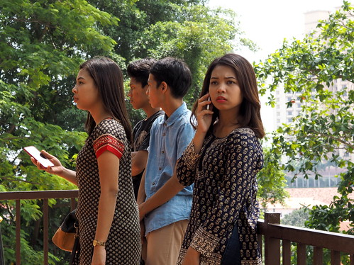 How to pose with smartphone | Malacca Street