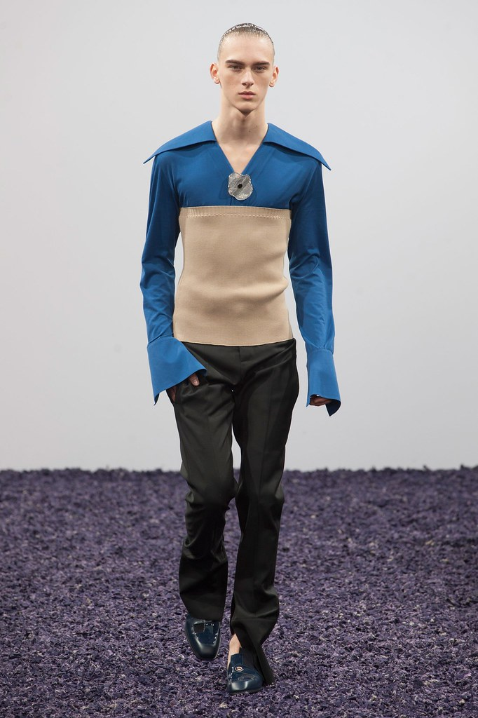 Dominik Sadoch3206_FW15 London J.W. Anderson(fashionising.com)