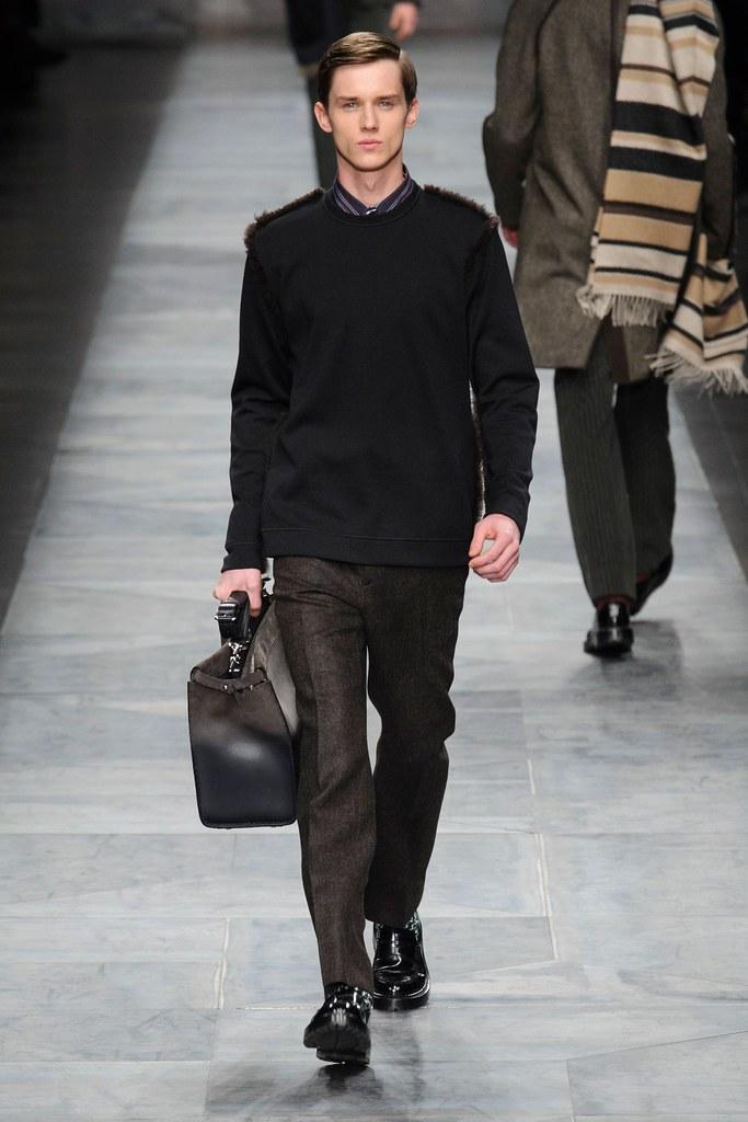 Yulian Antukh(Antuh)3095_1_FW15 Milan Fendi(fashionising.com)