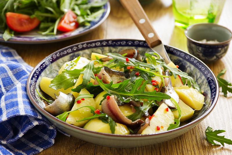 Salad with potatoes, anchovies and arugula.