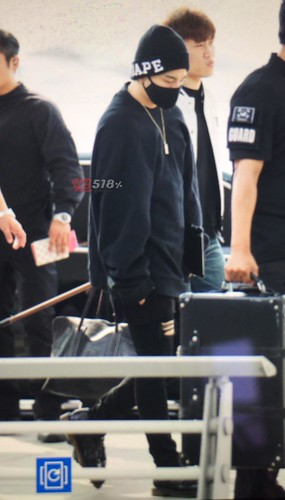 Big Bang - Incheon Airport - 24sep2015 - YB 518 - 03