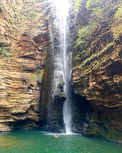 Para as filhas e filhos de Oyá, com amor.  #cachoeirasantabarbara #santabarbara #pedracaida #chapadadasmesas #maranhao #cravero