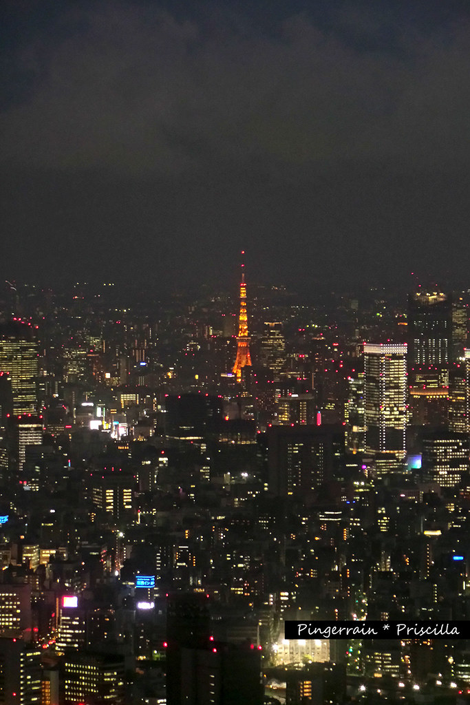 Tokyo Tower lights up at night!