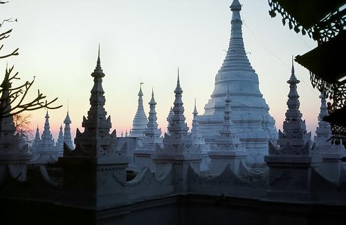 sunrise temple pagoda asia burma myanmar serene budha spiritual teak stumpa mandalaytemple nearmandalayhill