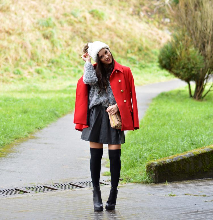 zara_beanie_ootd_red-coat_sheinside_botines_falda-cuero_08