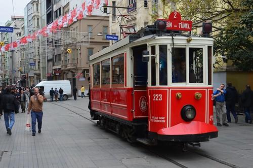 Eine nostalgische Strassenbahn zwischen Tünel und Taksim