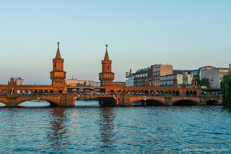 Puente Oberbaum sobre el río Spree