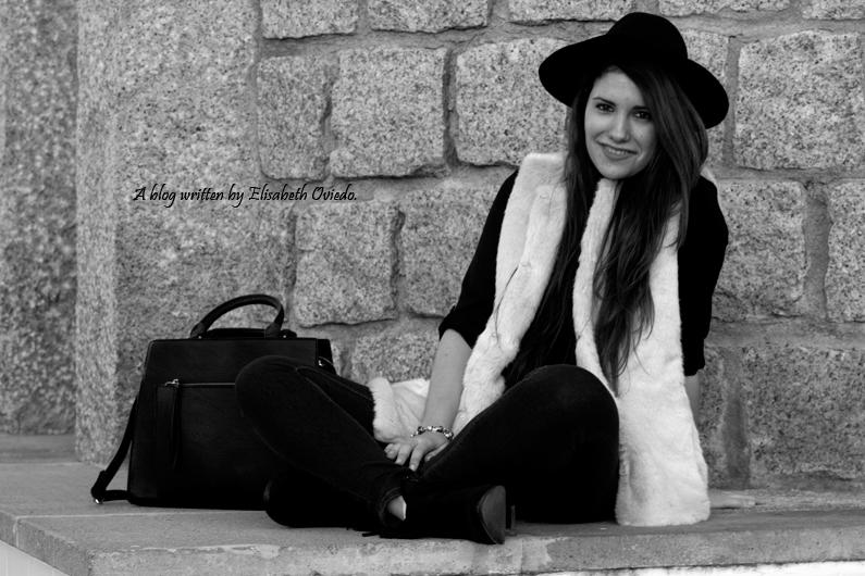 chaleco de pelo blanco y sombrero negro HEELSANDROSES (10)